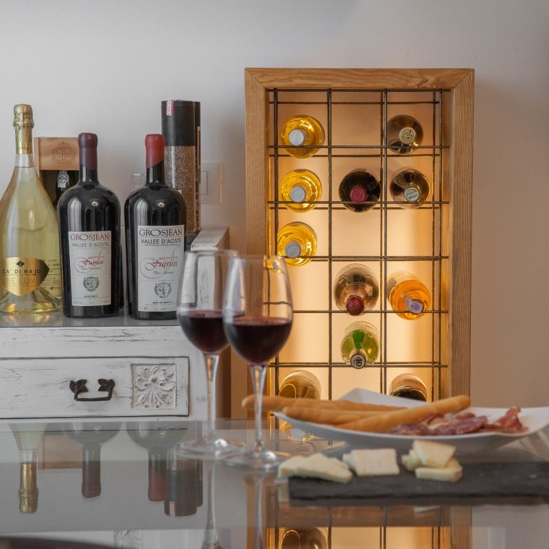 Cantinette portavino e bottiglie come arredamento - Porta vino ikea ...