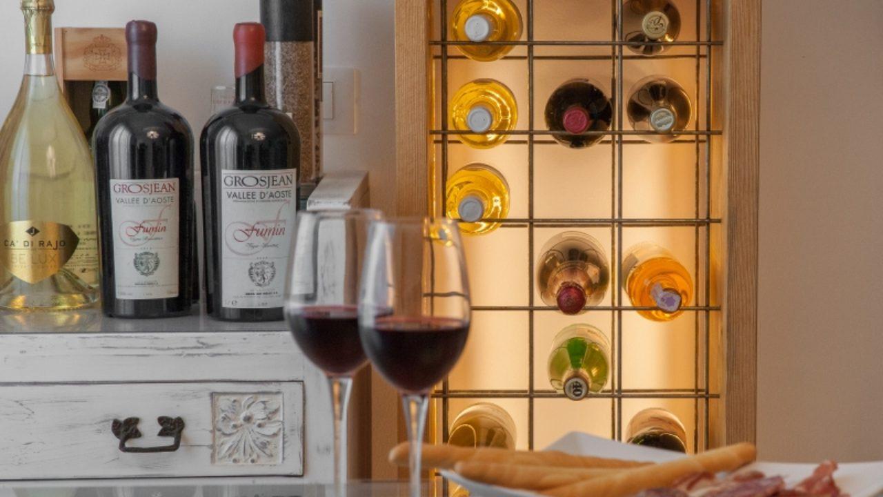 Arredare Con Le Damigiane cantinette, portavino e bottiglie come arredamento - design